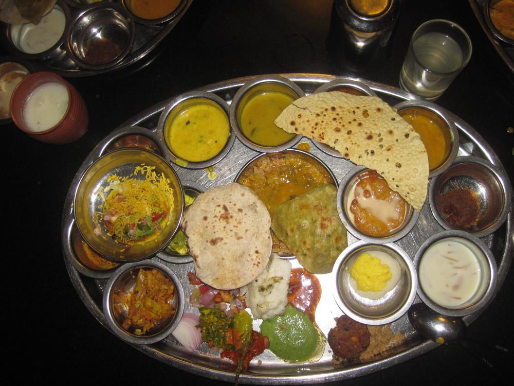 """""""Taco"""" på indisk. mange små vegetarretter."""