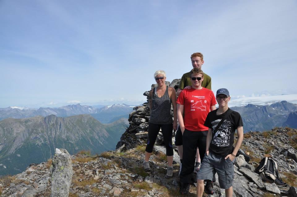 John Arvid og noen av Blokktindbestigerne. 10 år etter første gang jeg var der.