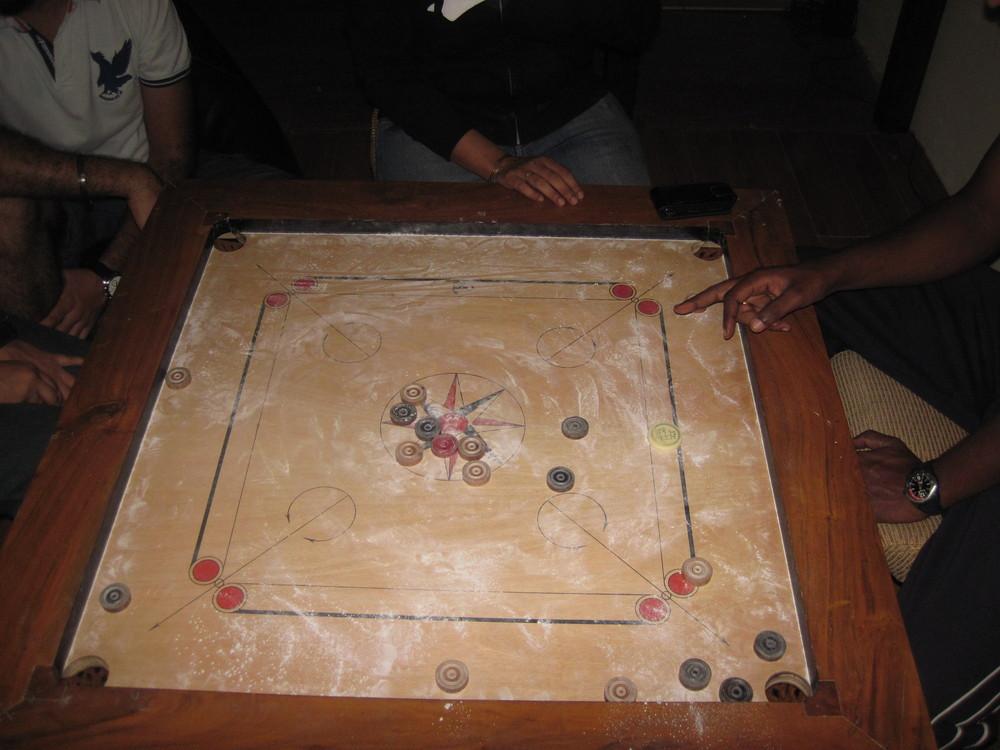 Et spill som minnet mye om Kurong, men brikkene ble knipset med fingrene.
