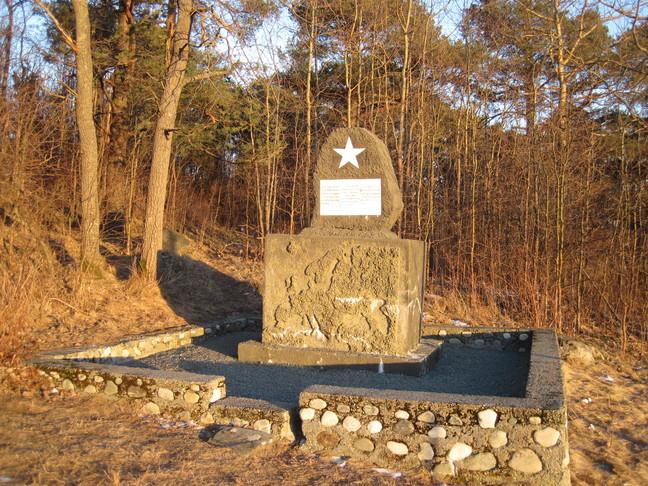 Minnesmerke over 30 sovjetiske og jugoslaviske krigsfanger som tyskerne tok livet av her under 2. verdenskrig.