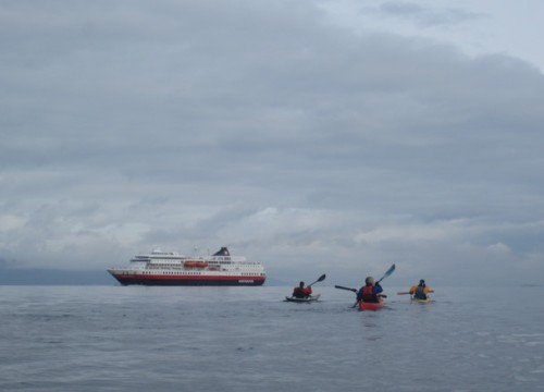 Nordgående Hurtigrute - Finnmarken - på vei ut Trondheimsfjorden