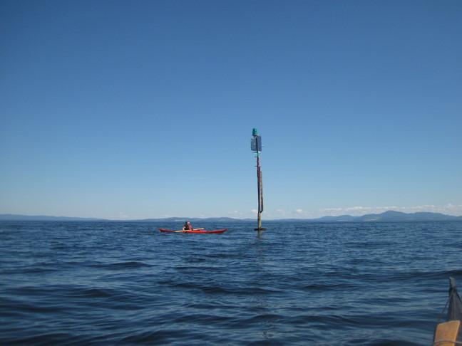 Betty og staken som heter Tua. Det var her det var 21°C i vannet.