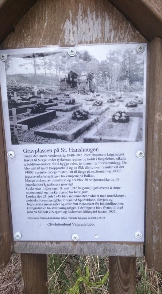 Oppslag med bilde av gravplassen før gravene ble flyttet.